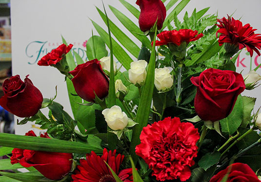 Red Roses Carnations